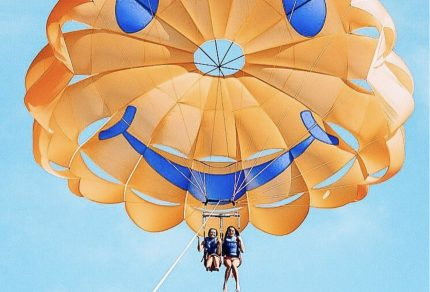 vacation-cruise-tips-hawaii-parasailing